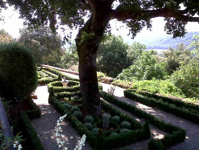 formal-garden-below-dining-room-terrace.jpg